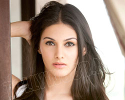 Amyra's-action-sequences-in-Kung-Fu-Yoga-wallpaper-wp3402348