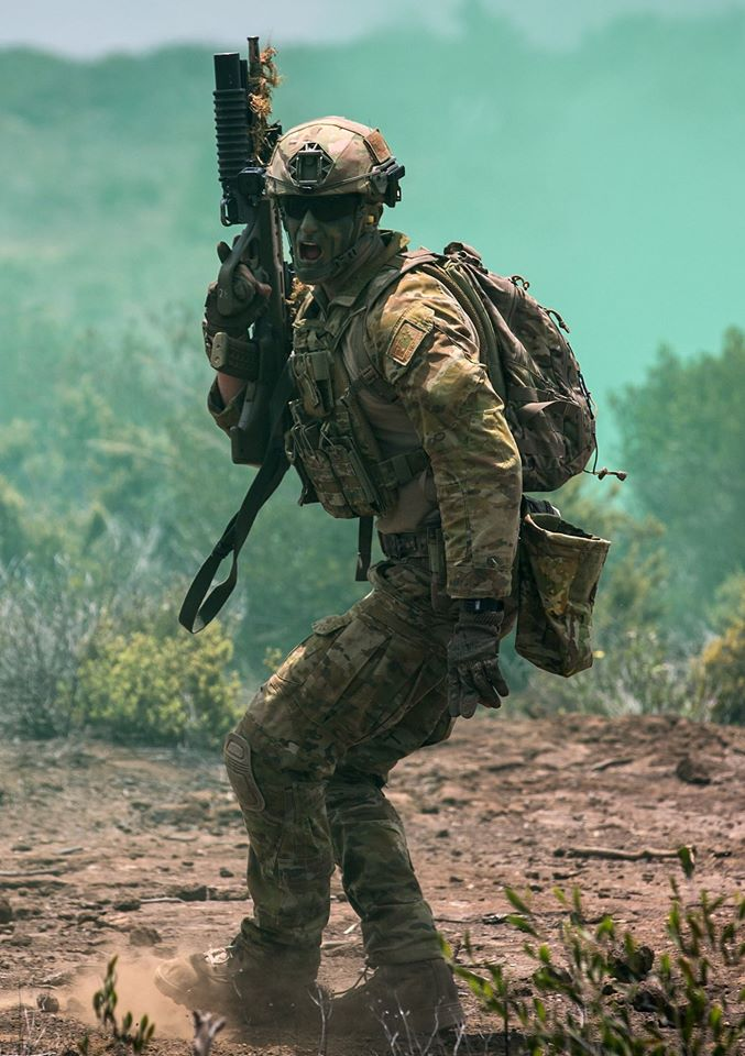 An-Australian-soldier-from-The-RAR-Reconnaissance-Platoon-shouts-instructions-during-a-break-conta-wallpaper-wp5004500