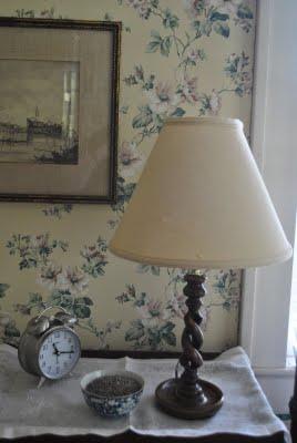 An-Edwardian-oak-barley-twist-lamp-with-a-linen-shade-a-vintage-floral-wall-paper-linen-table-runn-wallpaper-wp423627-1