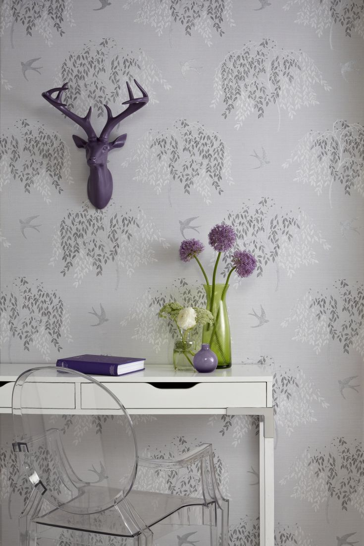 An-all-over-design-featuring-delicate-trailing-Willow-trees-and-low-flying-Swallows-wallpaper-wp423624