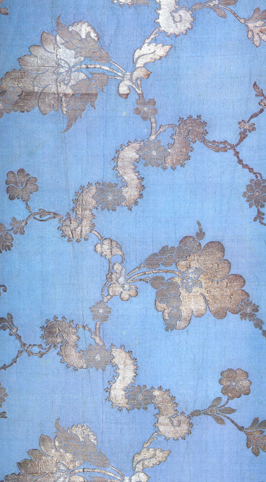 Anna-Maria-Garthwaite-blue-and-silver-brocaded-silk-wallpaper-wp423692