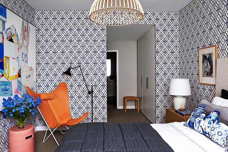 Anna-Spiro-Rosey-Posey-Trellis-in-Ginger-Jar-Blue-wallpaper-wp5004644