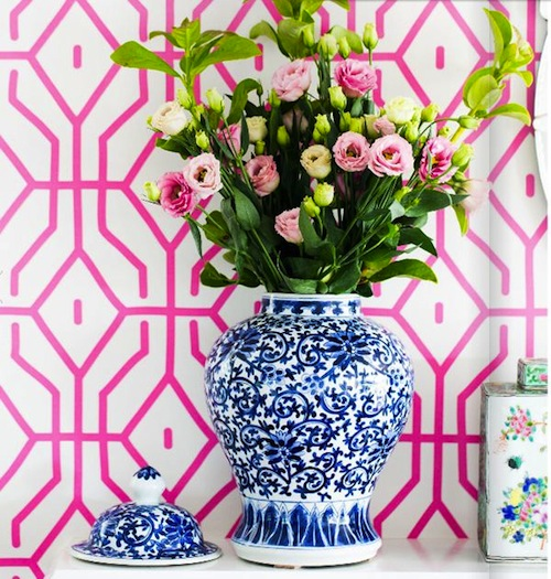 Anna-spiro-blue-and-white-porcelain-vignette-pink-and-blue-wallpaper-wp5004647