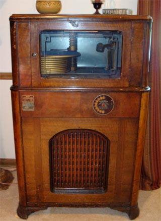 Antique-Jukebox-In-the-Automatic-Musical-Instrument-Company-debuted-a-public-coin-operated-re-wallpaper-wp4804258