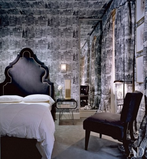 Architectural-Digest-shows-this-bedroom-with-an-intriguing-cityscape-wallpaper-wp5004737
