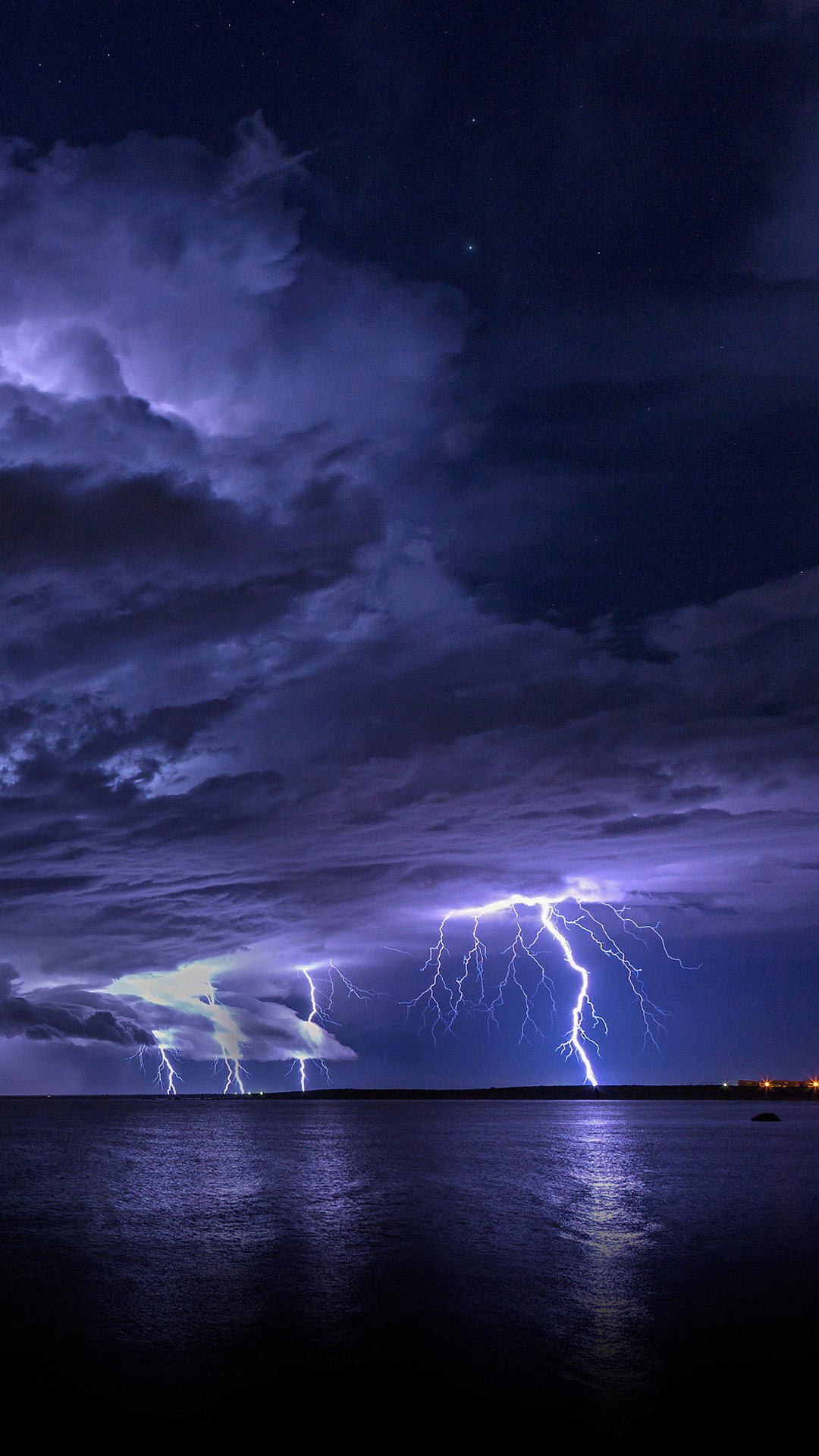Astronomy-Lightning-Skyscape-iPhone-plus-wallpaper-wallpaper-wp4804357