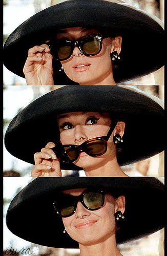 Audrey-Hepburn-as-Holly-Golightly-in-Breakfast-at-Tiffany-s-wallpaper-wp423803-1