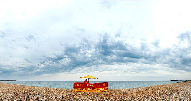 Aug-Crowds-disappear-at-Brighton-beach-in-Great-Britain-after-a-turn-in-the-weather-©-wallpaper-wp3402673