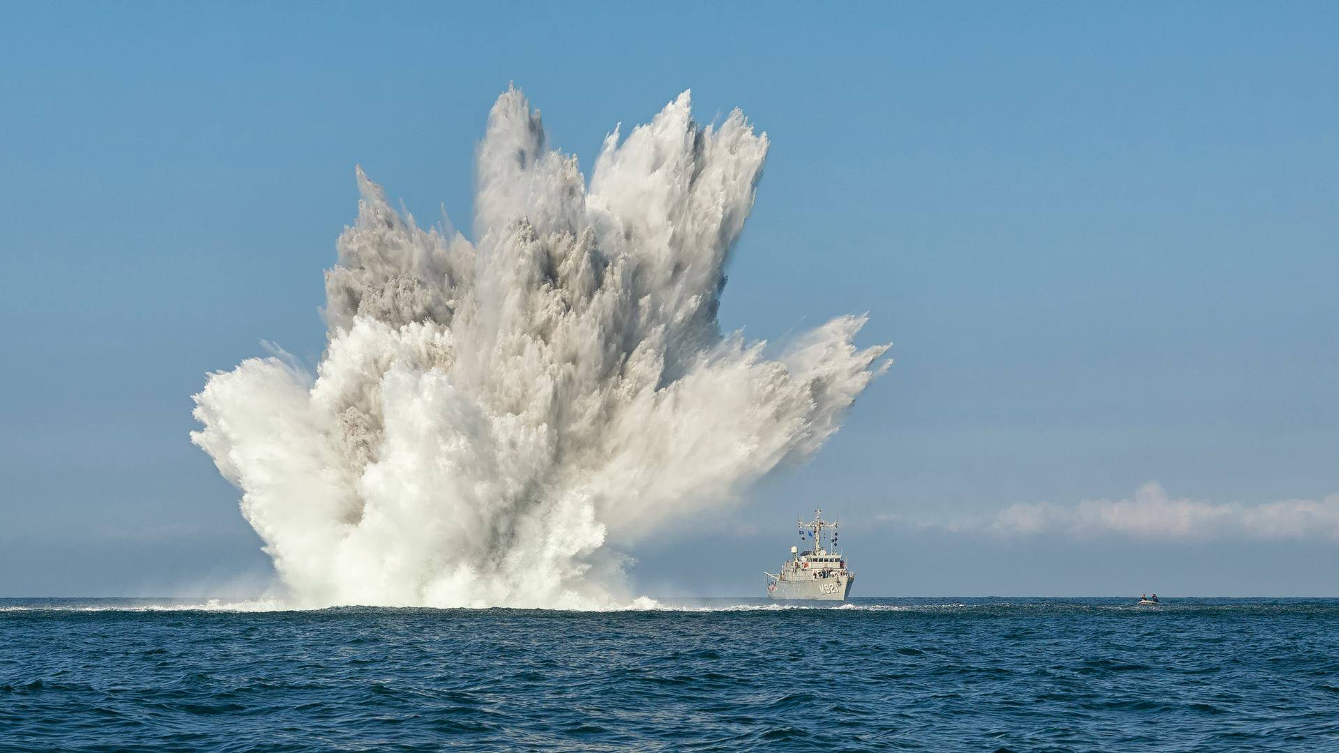 BNS-Lobelia-of-NATO-Standing-Mine-Countermeasures-Group-One-blowing-up-a-kg-German-mine-during-E-wallpaper-wp3403442