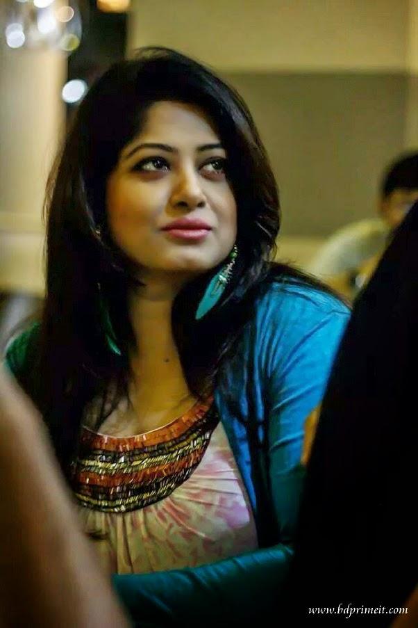 Bangladeshi-Hot-actress-Mousumi-biography-husband-hot-photo-pictures-movies-son-daughter-and-mo-wallpaper-wp6002218