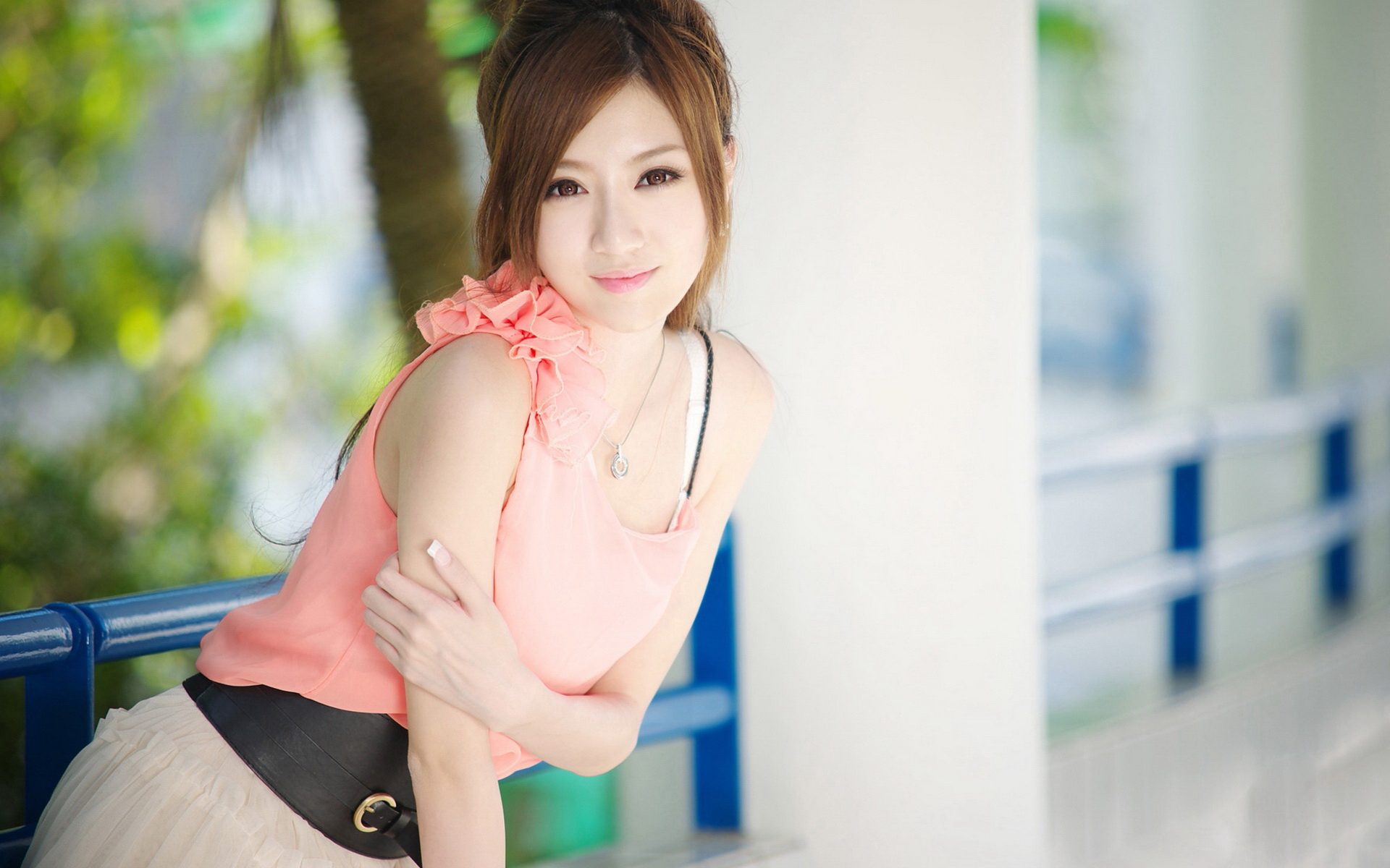 Beautiful-Girl-in-Pink-Dress-Showing-Her-Snowy-Skin-Face-Has-Been-http-ift-tt-hiu-wallpaper-wp4404916