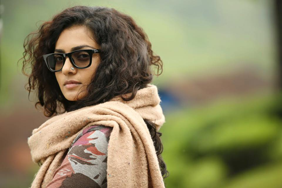 Beautiful-Parvathy-in-Charlie-Charlie-Malayalam-movie-stills-Dulquer-Salman-Parvathy-wallpaper-wp4804578