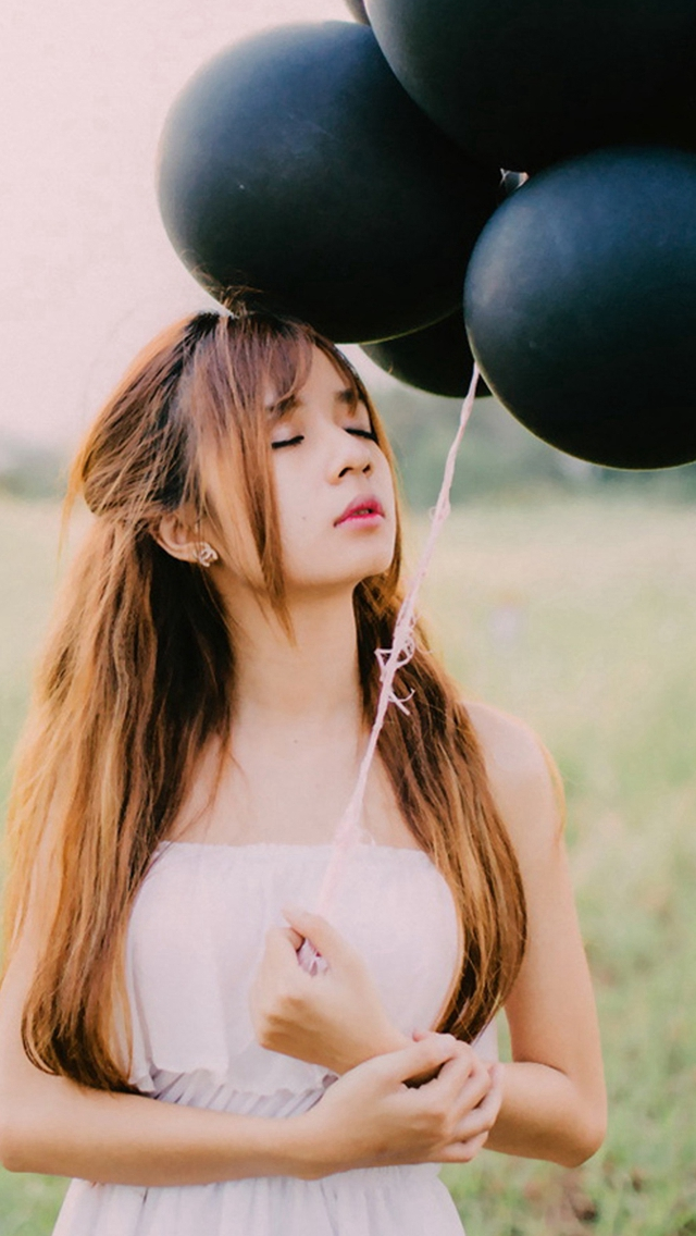 Black-Balloons-And-Pretty-Girls-iPhone-s-wallpaper-wp424130