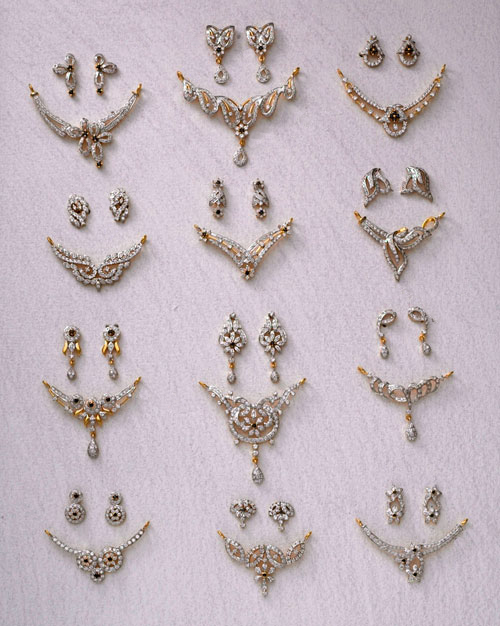 Black-bead-mangalsutra-pendants-wallpaper-wp5204680