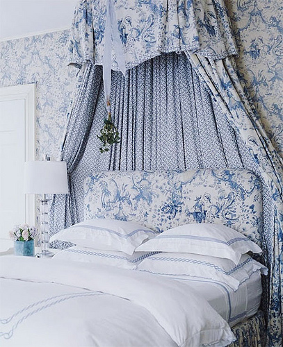 Blue-and-White-patterns-that-match-fabric-and-Asticou-by-Nina-Campbell-wallpaper-wp3003790