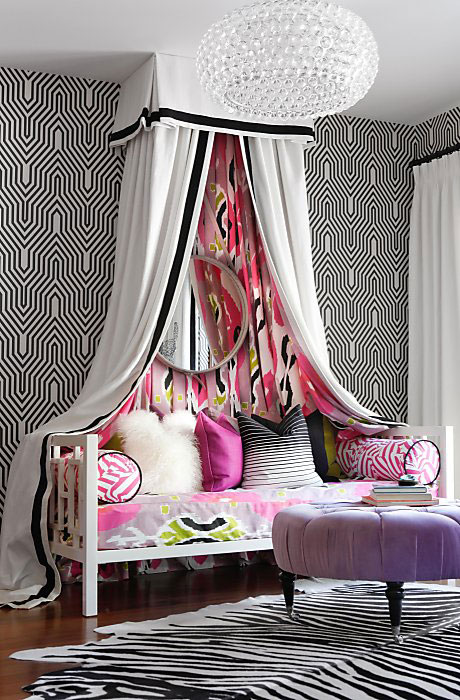 Bold-and-colorful-living-room-with-statement-canopy-wallpaper-wp5204764