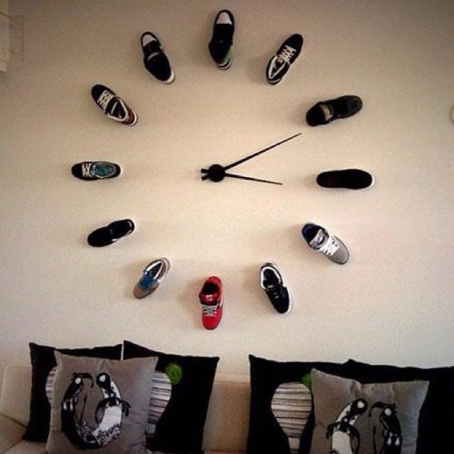 Brilliant-wall-clock-idea-Perfect-for-a-teenage-boy-or-young-mans-room-wallpaper-wp4804884