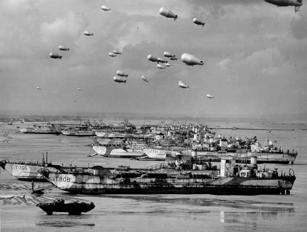 British-landing-craft-and-barrage-balloons-on-the-beach-at-Normandy-D-day-June-wallpaper-wp3003917