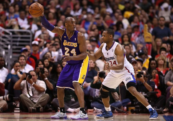 Bryant-posts-Willie-Green-April-Los-Angeles-Lakers-Los-Angeles-Clippers-Staples-Cente-wallpaper-wp3403535