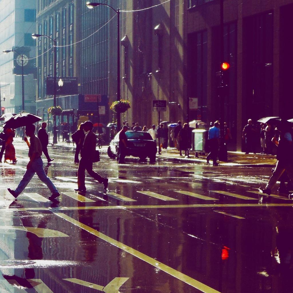 Busy-Street-In-The-Rain-iPad-wallpaper-wp3603755