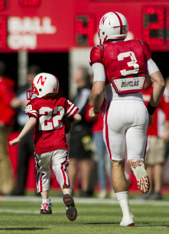 Cancer-is-in-remission-for-a-boy-who-scored-a-touchdown-for-a-Nebraska-football-team-wallpaper-wp5804403