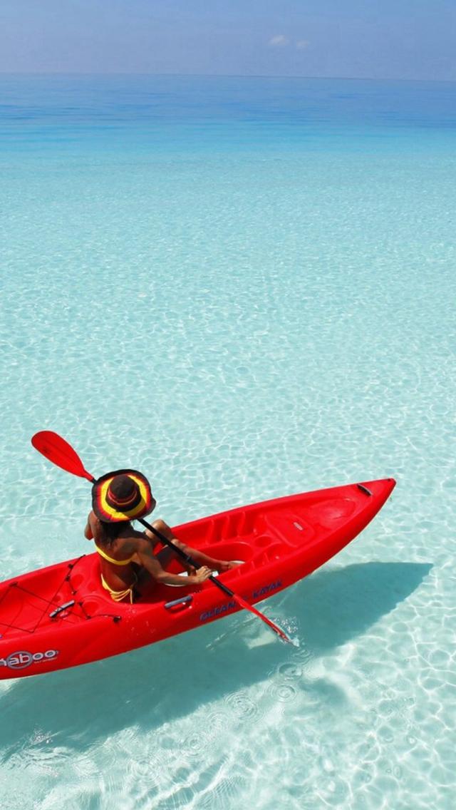 Canoeing-Shadow-Clear-Ocean-Endless-Skyline-Sea-iPhone-s-wallpaper-wp424366