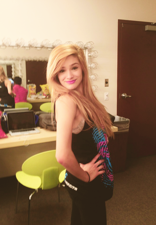 Chachi-Gonzales-She-s-perf-wallpaper-wp3004264