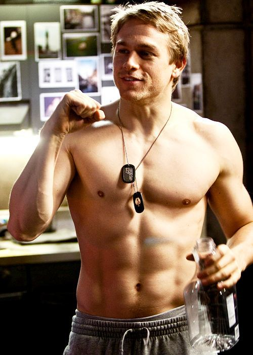 Charlie-Hunnam-I-find-him-attractive-only-sans-facial-hair-Which-is-actually-the-opposite-of-how-I-wallpaper-wp4003894