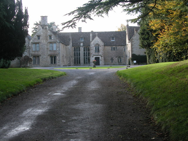 Chavenage-House-is-an-Elizabethan-era-manor-house-situated-km-or-miles-northwest-of-Tetbur-wallpaper-wp424451-1