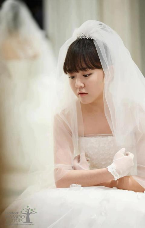 Cheongdam-dong-Alice-Moon-Geun-Young-as-Alice-wallpaper-wp5603794