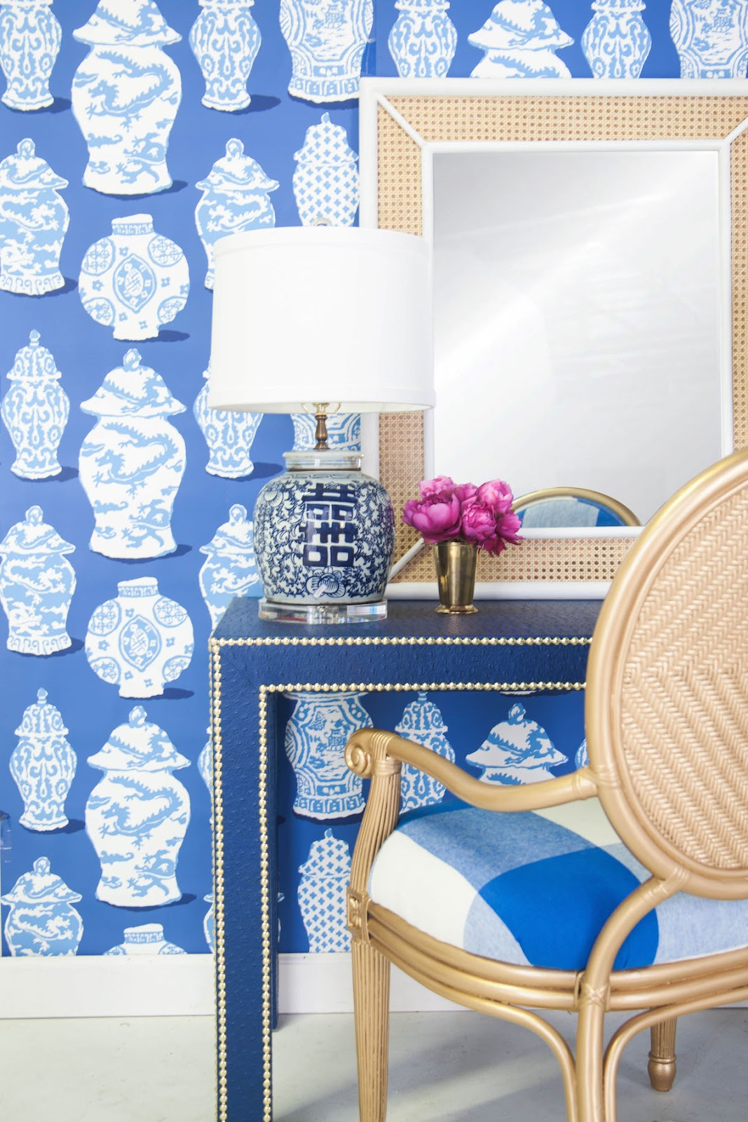 Chinoiserie-Chic-Blue-and-White-wallpaper-wp5603836