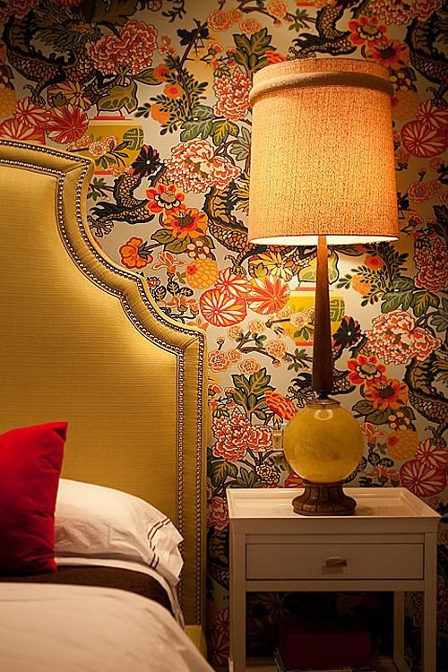 Chinoiserie-yellow-nailhead-headboard-and-a-statement-vintage-lamp-wallpaper-wp5006027