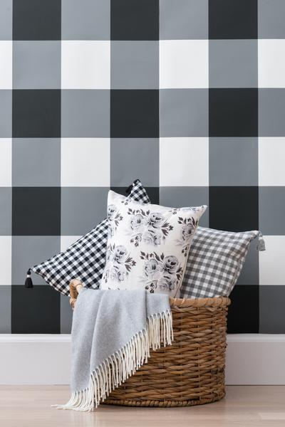 Classic-black-and-undeniably-bold-this-oversized-check-makes-a-statement-in-any-space-sm-wallpaper-wp3004413