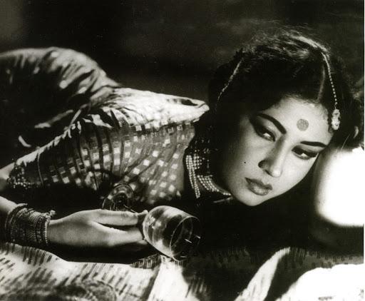 Classic-pose-Meena-Kumari-wallpaper-wp4604870-1