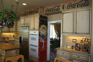 Coca-Cola-stenciled-as-a-wall-border-LOVE-THIS-wallpaper-wp5603948