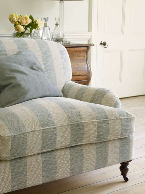 Colefax-and-Fowler-Branton-Stripe-and-wallpaper-wp5006184