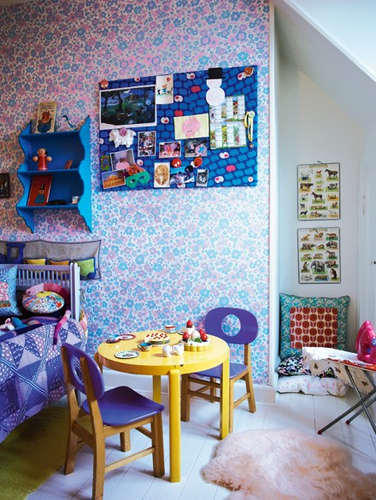 Cosy-vintage-style-girl-s-room-with-floral-and-pops-of-yellow-and-purple-wallpaper-wp5804740