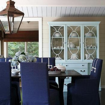 Cottage-Dining-room-with-Blue-Slipcovered-Dining-Chairs-wallpaper-wp4605002