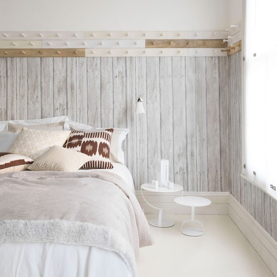 Create-texture-Wallpaper-that-looks-like-planks-of-wood-lends-a-soft-Scandinavian-feel-to-this-pare-wallpaper-wp4805569