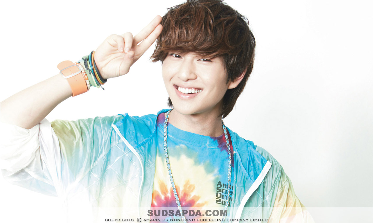 Cute-FlowerBoy-Onew-SHINee-Smile-Korean-Kpop-collections-Download-SHINee-Onew-HD-wallpaper-wp4602933