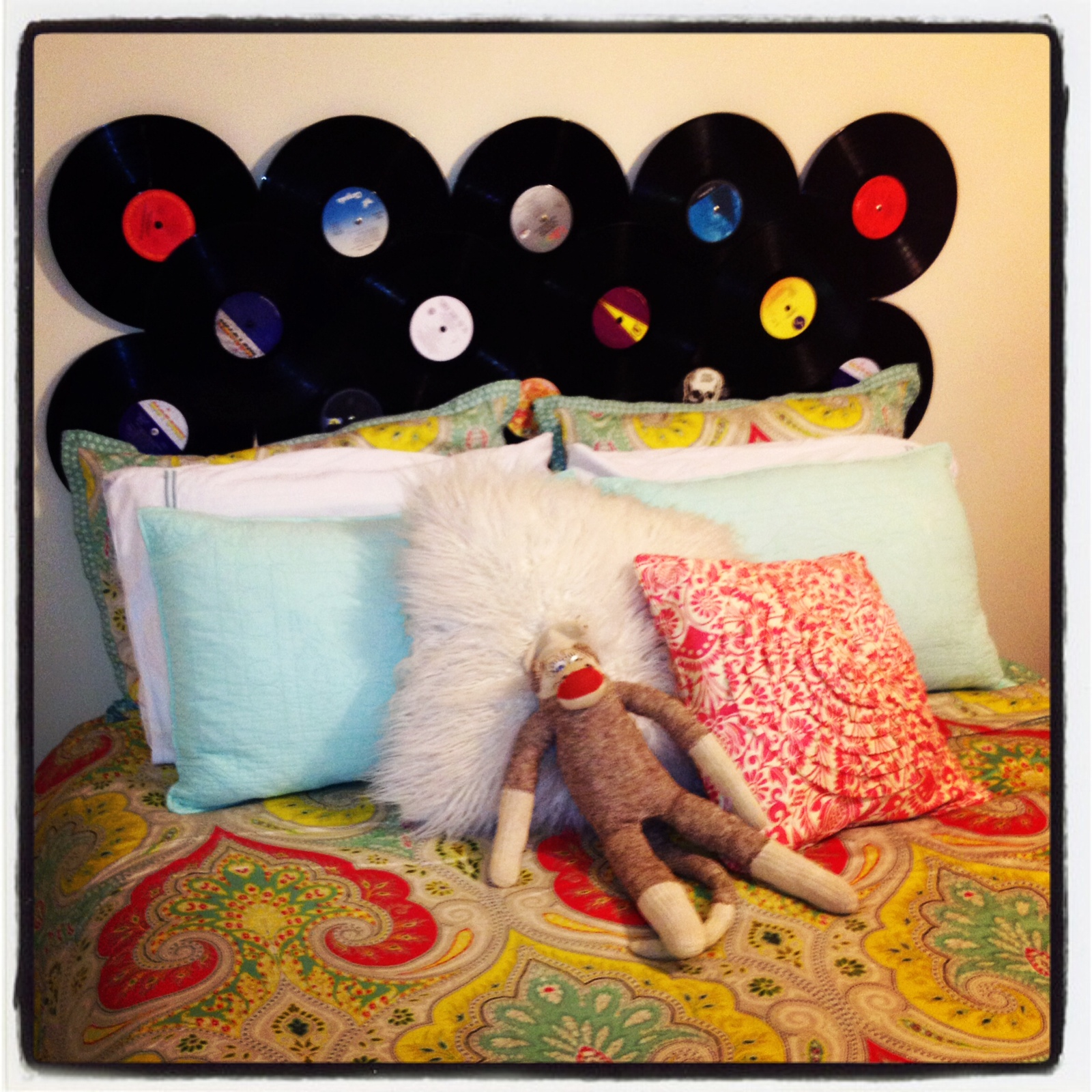 Cute-and-inexpensive-headboard-for-college-wallpaper-wp5205470