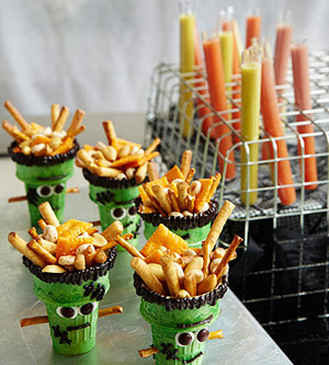 Cute-snack-idea-for-Halloween-party-and-what-a-great-idea-that-can-be-used-for-any-holiday-Vday-pai-wallpaper-wp3004722