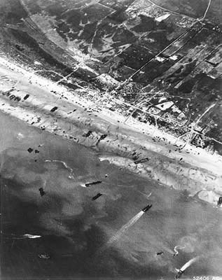 D-Day-The-Normandy-Invasion-Army-Air-Corps-photographers-documented-D-Day-beach-traffic-as-photog-wallpaper-wp3004780