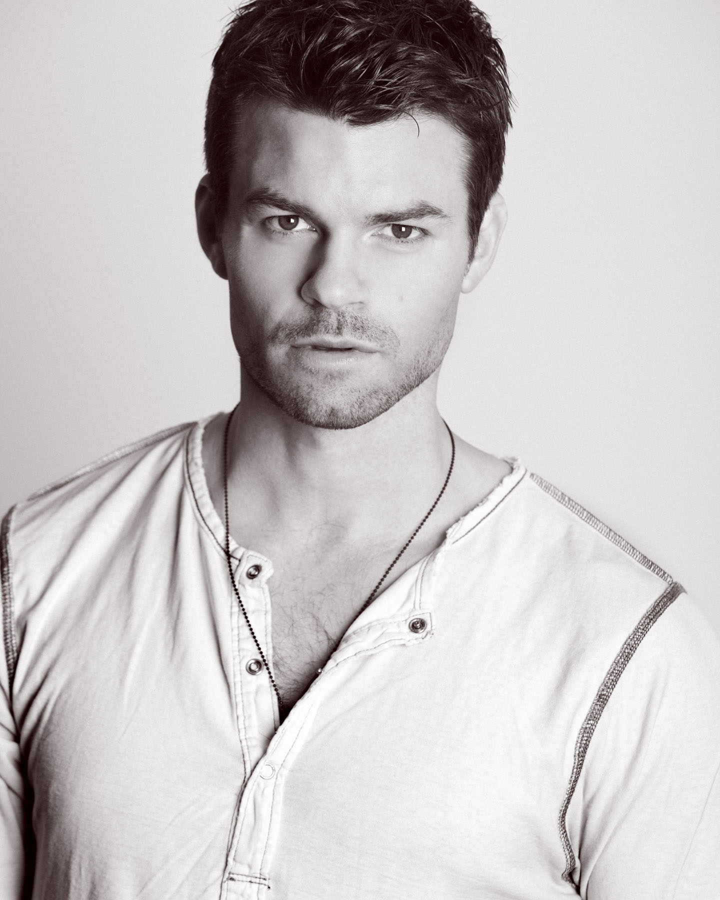 Daniel-Gillies-AKA-Elijah-Mikaelson-from-Vampire-Diaries-wallpaper-wp5404387