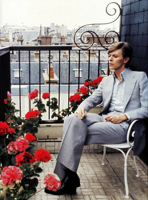 David-Bowie-in-Paris-photographed-by-Christian-Simonpietri-wallpaper-wp5006623