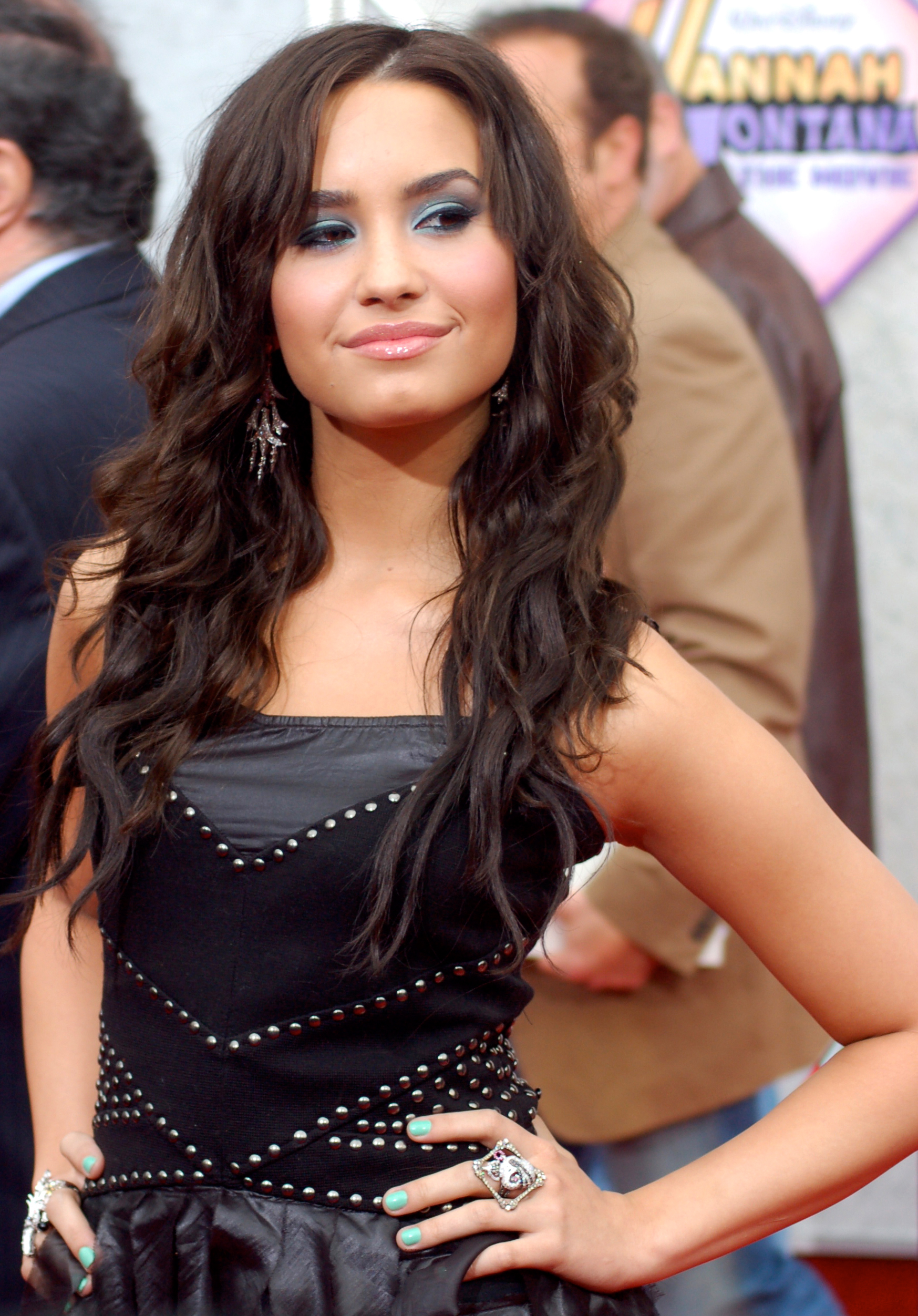 Demi-Lovato-Biography-wallpaper-wp5805017