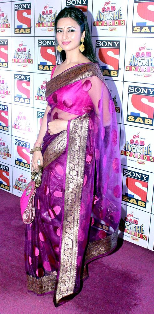 Divyanka-Tripathi-at-the-Sab-Ke-Anokhe-Awards-function-Bollywood-Style-Fashion-wallpaper-wp5205851
