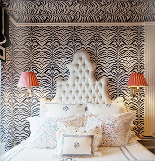 Elizabeth-Bauer-ed-the-walls-and-ceiling-in-Zebrine-note-the-wonderful-tufted-headboard-a-wallpaper-wp3005302