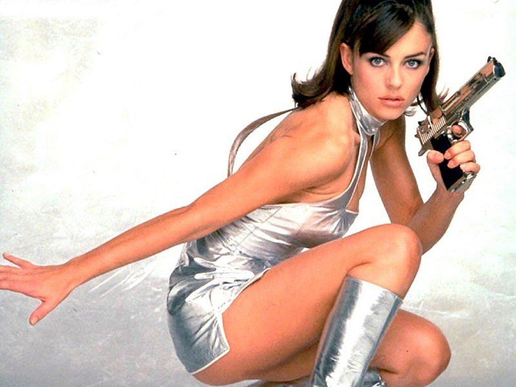 Elizabeth-Hurley-Austin-Powers-wallpaper-wp5805356