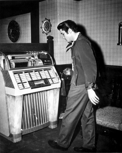 Elvis-at-the-Jukebox-by-Railroad-Jack-via-Flickr-wallpaper-wp4806185